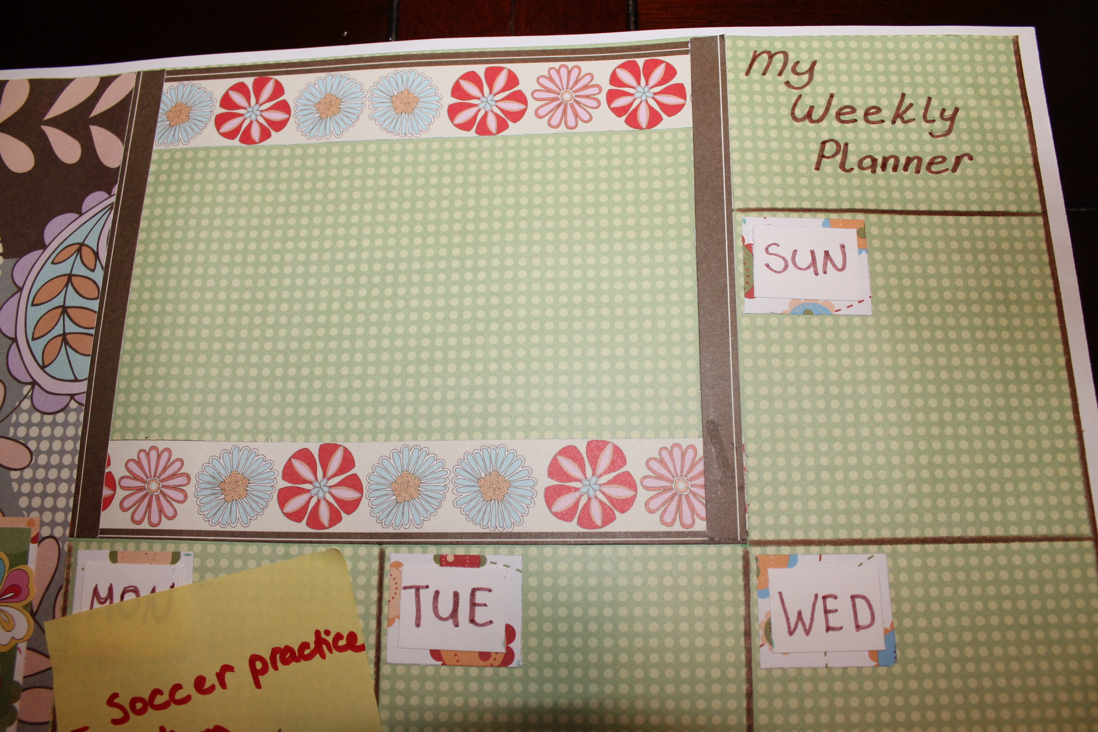 Sticky notes crafts: Make your own weekly planner and more